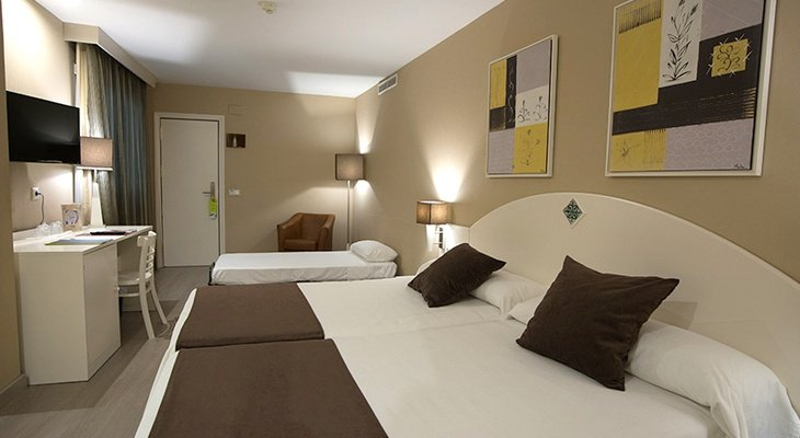In hotel Torico Plaza, 6 triple rooms for families with ...